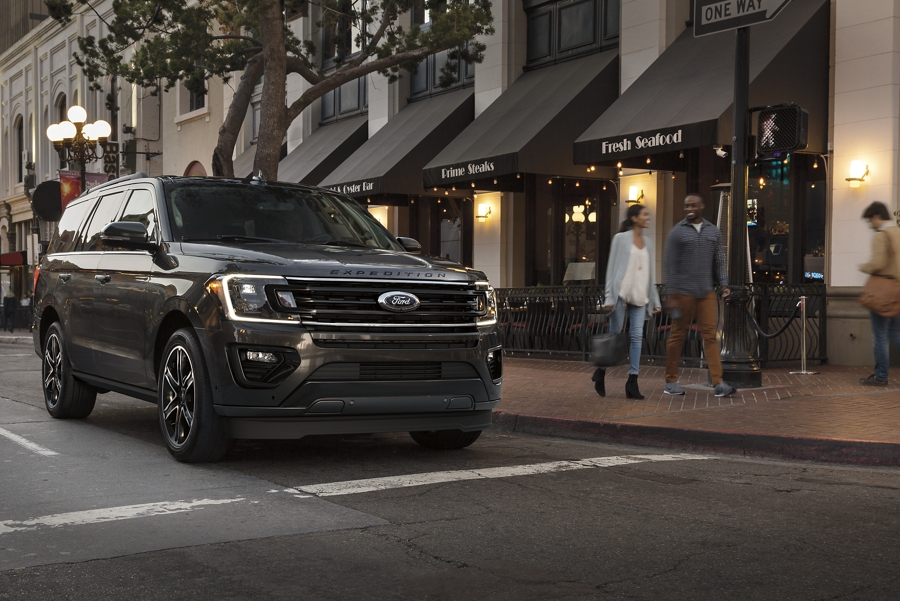 Great looking 2021 Ford Expedition Stealth Edition on city street at dusk